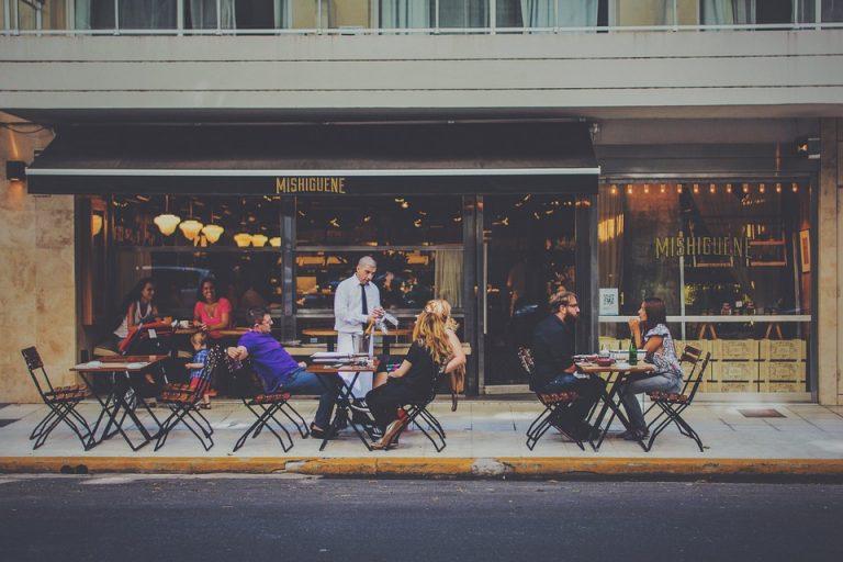 5 trucchi per gestire un appuntamento con un uomo conosciuto online